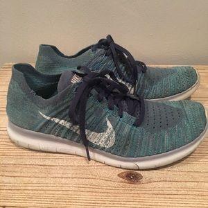 Women's Nike fly knit